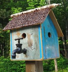 recycling ideas for making various birdhouse designs note the faucet for a perch Bird House Feeder, Bird Feeders, Birdhouse Designs, Birdhouse Ideas, Birdhouse Post, Birdhouse Craft, Rustic Birdhouses, Bird House Kits, Bird Aviary