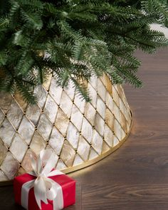 Celebrate the beauty of the sea with natural capiz shells. Lustrous natural tones and a gilded frame elevate the elegant look of your Christmas tree. #BalsamHillUK #ChristmasDecor #ChristmasTree #ChristmasIdeas #ChristmasStocking #ChristmasDesign #HomeDecor #Interior #InteriorDesign #Home #Design #Fall #Autumn #Inspiration #Wreath #Garland Tree Collar Christmas, Gold Christmas, Christmas Trees, Xmas Tree, Merry Christmas, Christmas Things, Christmas Tree Toppers, Rustic Christmas, Simple Christmas
