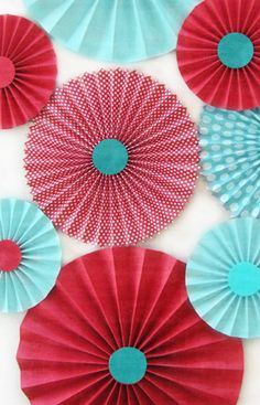 Red and Aqua Paper Rosettes Use this color for Valentine: Classroom Color Scheme, Red Classroom, Classroom Decor Themes, Teal Party, Turquoise Party, Turquoise Rouge, Red Turquoise, Azul Tiffany, Paper Rosettes