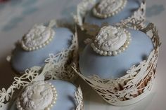 Vintage Wedgwood inspired cupcakes - ideal to match a theme for you - your e-invitation can tie this altogether... www.iinviteall.com