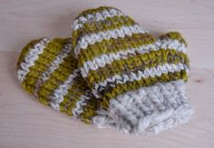 Kids Knit Striped Mittens Green and cream