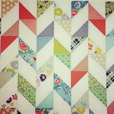 half square triangles scrappy with consistent background quilting Scrappy Half Square Triangle Quilt Patterns Chevron Quilt, Triangle Quilt Pattern, Half Square Triangle Quilts, Quilting Tutorials, Quilting Projects, Quilting Designs, Quilting Ideas, Quilt Design, Quilt Baby