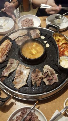 Here are some top picks on where to find good Korean barbeque for cheap in Seoul. Cheap Bbq, Korean Barbeque, Snap Food, Food Snapchat, Aesthetic Food, Korean Food, Food Cravings, Places To Eat, Buffet