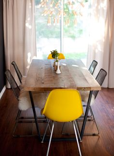 FOR SALE: DINING TABLE AND WOMBCHAIR! - a house in the hills