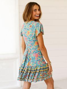 498d333c27c4 Short-sleeves V-neck Floral Beach Mini Dresses. Abiti A Manica ...