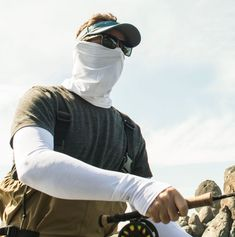 Gaiters by Sunday Afternoons: Four-way stretch fabric makes it easy to wear in any number of ways—headscarf, hood, face mask, bandana, balaclava, helmet liner, or do-rag. Using chemical-free Coolcore® technology, the UVShield Cool Gaiter breathes and wicks naturally to regulate evaporative cooling.