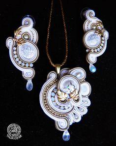 Pendant&earrings in White&Gold