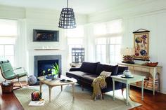 Лучшее в любом интерьере - детали! #American-interiors #мебель #декор Американский диван, кресло-качалка, камин.