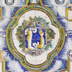 The Healing (on Tiles). There's absolutely nothing that can't be narrated on tiles, believe me. 😉 This tiny and charming chapel from the 16th century has a curious (and beautiful) tile collection depicting all type of limb ailments. Legs and arms of Lisbon, you are saved! #azulejos #storytelling #glazedtiles #16thcentury #lisbonchurches #hiddengems #lisbon #visit #explore #lisbontailoredtours #lisbonwithpats