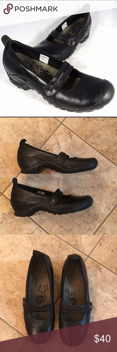 Merrell black leather Maryjanes sz 7 In great used condition super comfy and perfect for the coming season Merrell Shoes
