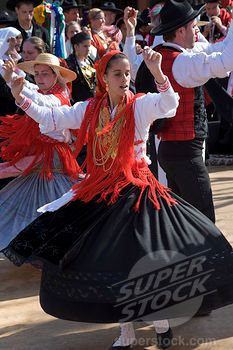 Portugal (Portuguese) Folk Dance Kalash People, European Girls, Folk Dance, Just Dance, Traditional Outfits, Portuguese, Costumes, Dancing, Barbie