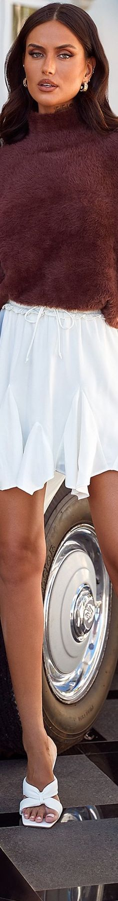 ❈Téa Tosh❈ #alamourthelabel #teatosh #taliarichman Alamour The Label, Australian Models, Living In New York, Rich Man, Chocolate Brown, White Shorts, Women, Fashion, Moda