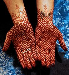 Check out the 60 simple and easy mehndi designs which will work for all occasions. These latest mehandi designs include the simple mehandi design as well as jewellery mehndi design. Getting an easy mehendi design works nicely for beginners. Henna Tattoo Designs, Henna Tattoo Bilder, Mehndi Designs Finger, Mehndi Designs For Beginners, Unique Mehndi Designs, Mehndi Designs For Fingers, Beautiful Henna Designs, Latest Mehndi Designs, Tattoo Henna