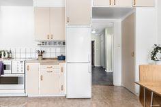 Varmt välkommen till naturnära Stigbergsvägen 7 och Brf Västertorg!  Bekvämt belägen en halv trappa upp erbjuds en välplanerad lägenhet där alla rum samt balkong vetter mot den lugna bakgården med lekplats och lummig skogsdunge. Lägenheten är genomgå...