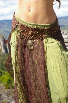 Bellydance leather and lace skirt skirt: .- Ceinture surjupe bellydance en cuir et dentelle : … – Belt over bellydance skirt in leather and lace: … – - Costume Tribal, Dance Outfits, Cool Outfits, Fairy Clothes, Tribal Belly Dance, Mode Boho, Belly Dance Costumes, Boho Look, Character Outfits