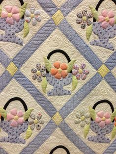 Vintage basket quilt at the 2014 World Quilt Show at West Palm Beach, FL. Longarm quilted. Photo by Blooming In Chintz