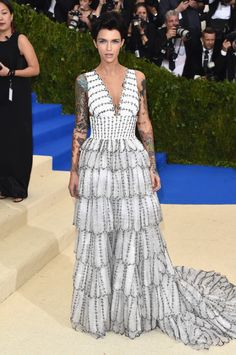 Ruby Rose. Burberry Ruby Rose 2017, Celebrity Red Carpet, Celebrity Dresses, Met Gala 2017 Dresses, Met Gala 2018, Lorraine Schwartz, Rei Kawakubo, Met Gala Red Carpet, Rose Dress
