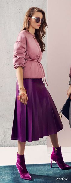 Escada Fall 2018 Women's Runway Fashion, Vogue Fashion, Girl Fashion, Fashion Outfits, Womens Fashion, Fashion Design, Fashion Trends, Autumn Fashion 2018, Spring Fashion