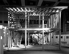 2──「柱展」で再現された《最小限住宅》の軸組 出典=『九坪の家』