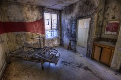 """Red Line room. The photographer noted, """"Couldn't wait to post this one. This is the real deal. Slight HDR but that's it. This room looked exactly like you see it. My jaw dropped when I walked in. So creepy."""" Photo #17 by Neil Kremer"""