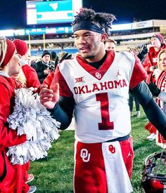 The Arizona Cardinals are hosting a pre-draft visit with former Oklahoma quarterback Kyler Murray on Tuesday, according to Mike Garafolo of NFL Network. He is widely expected to be the Cardinals' sele Oklahoma Sooners Football, College Football, Kliff Kingsbury, Nfl Scouting Combine, Nfl Network, Usa Today Sports, Arizona Cardinals, San Francisco 49ers, Backgrounds