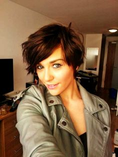 Cute short, wavy hair. If I could be guaranteed to look this great.