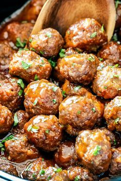 Slow Cooker Honey Buffalo Meatballs from The Recipe Critic is on our list of Easy Meatball Recipes - Tender, juicy Slow Cooker Honey Buffalo Meatballs simmered in the most tantalizing sweet heat sauce that everyone goes crazy for! Perfect appetizer or de Buffalo Meatballs, Tasty Meatballs, Crock Pot Meatballs, Making Meatballs, Ricotta Meatballs, Cranberry Meatballs, Stuffed Meatballs, Cocktail Meatballs, Chicken Meatballs