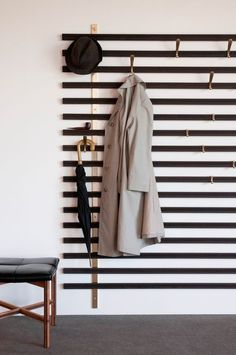 Hallway Decorating 531706299755377866 - The Vestiaire Horizon is wall-mounted and consists of solid wedge slats, metal brass structures and metal hooks that can be positioned anywhere you'd like. Source by audreyhinfray Diy Design, Home Design, Interior Design, Design Ideas, Design Art, Diy Home Decor, Room Decor, Wall Decor, Entryway Decor
