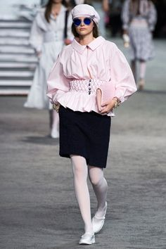 Chanel Resort 2019 Fashion Show Collection: See the complete Chanel Resort 2019 collection. Look 20
