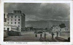 """Μια εικόνα της αποβάθρας του λιμανιού Καλαμάτας την περίοδο του Μεσοπολέμου.  Στο βάθος μοναδικό κτήριο το συγκρότημα Λιμεναρχείου - Τελωνείου, ενώ αριστερά δεσπόζει το κτήριο των μύλων """"Ευαγγελίστριας"""" και μακρύτερα διακρίνονται οι μύλοι """"Φεραδούρου - Αποστολάκη"""". Λίγα εμπορεύματα και ανάμεσα στους λιγοστούς ανθρώπους ο λιμενικός.      [Φωτό της Λίζας Κουτσαπλή από τη σελίδα στο fb """"Παλιές φωτογραφίες της Ελλάδας""""] Once Upon A Time, Nature, Painting, Art, Art Background, Naturaleza, Painting Art, Kunst, Paintings"""