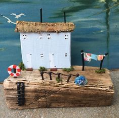 This lovely piece is named 'Harbour View Cottages'. You can't see the boats, but you can hear their masts clinking and clunking on the sea breeze and, of course, there's the ever present call of the gulls :-) xxx #madeinyorkshire #naturalart #driftwood #driftwoodart #driftwoodartist #driftwoodcottage #driftwoodhouse #coastalart #seaside #seashore #drivved #treibholz #boisflotté #drijfhout #driftingdowntime #etsy #etsymaker #indiemaker #madeinyorkshire #yorkshire #leeds @fabricationcrafts…