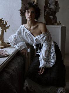 Photo source: Iana Godnia in Vogue Ukraine March 2016 (photography: Phil Poynet, styling: Julie Pelipas) Modest Fashion, Trendy Fashion, Boho Fashion, Fashion Trends, Fashion Shoot, Photography Tips, Portrait Photography, Fashion Photography, Photography Magazine