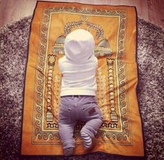 Top Muslim Baby Names Salaam! Find out the most popular Muslim baby names for your cute boy or pretty girl along with the Islamic origin and meaning. Cute Little Baby, Little Babies, Cute Babies, Litle Boy, Baby Must Haves, Hijabs, Baby Boys, Muslim Baby Names, Names Baby