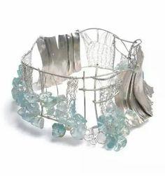 Mabel Pena #contemporaryjewelry #contemporaryjewellery #joyeriacontemporanea #jewellery #jewelry #joyas #joya #uniquejewelry  #art #uniquejewellery #joyasdeautor #joyeria #jewels #jewel #jewellerydesign #jewelrydesign #jewelrydesigner #jewellerydesigner #designjewelry #jeweller #jewellers #necklace #necklaces #colgante #gargantillas #gargantilla #collar #collares #handmadejewelry #handmadeaccesories #handmadejewellery #handmadenecklace #joyería