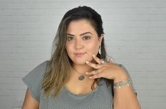 Blogueira Bruna Scremin, Um Palpite, com acessórios em prata, para Lumaê Pratas.  Selfie, plus size, brazillian girl.