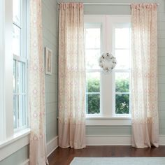 What pretty drapes!!