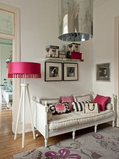 Feminine With Pink Accessories Living Room Design photos Inspiring Interior Design Ideas Style At Home, My Living Room, Living Spaces, Sweet Home, Interiores Design, Interior Inspiration, Interior Decorating, Decorating Ideas, Room Decor