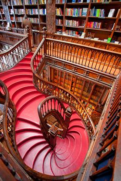 """LIVARIA LELLO"", Buchladen in Porto. Lonely Planet classified this bookshop as the third best bookshop in the world, Livraria Lello & Irmão in Porto, Portugal (by Ricardo Bevilaqua). Beautiful Library, Dream Library, Library Books, Future Library, Lonely Planet, Livraria Lello Porto, Home Libraries, Stairway To Heaven, Grand Stairway"