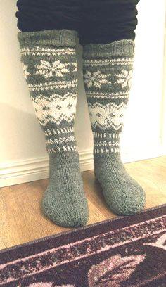Kirjoneulepolvisukat pattern by Katja Niskala Leg Warmers, High Socks, Pattern, Knitting Videos, Fashion, Leg Warmers Outfit, Moda, Thigh High Socks, Fashion Styles