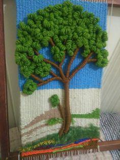 Mi arbolito Weaving Wall Hanging, Weaving Art, Weaving Patterns, Loom Weaving, Tapestry Weaving, Quilt Patterns, Hand Weaving, Knitting Patterns, Crochet Wall Art