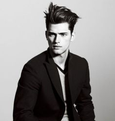 uniqlo +j advertising campaign (more! Sean O'pry, Moustaches, World Of Fashion, Mens Fashion, Fashion 2015, The Libertines, Look Man, Down South, Haircuts For Men