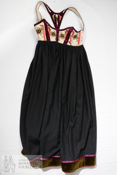 Livstakk - Norsk Institutt for Bunad og Folkedrakt / DigitaltMuseum Waist Skirt, High Waisted Skirt, Folklore, Bae, Vest, Skirts, Fashion, Moda, High Waist Skirt
