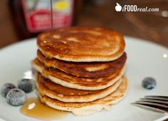 4 Ingredient Oatmeal Protein Pancakes (oat flour, protien powder, egg whites, greek yogurt)