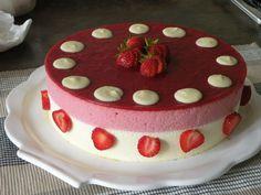 Bavarian Strawberries / White Chocolate - Desserts and Delights. Chocolate Pudding Desserts, Chocolate Mousse Cake, White Chocolate, Köstliche Desserts, Delicious Desserts, Dessert Recipes, Bon Dessert, Oreo, French Sweets
