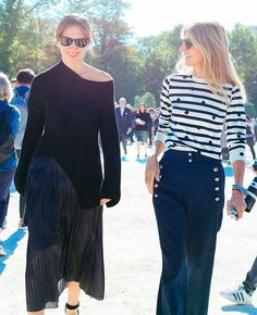 Pleats, please. Net-A-Porter's Style & Market Director Lisa Aiken wears Tibi's Flume Pleated Skirt at PFW. Work Fashion, Fashion Looks, French Girl Style, Parisian Style, Pleated Skirt, Ideias Fashion, Autumn Fashion, Clothes, Outfits
