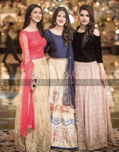 Brides side Beautiful Pakistani Dresses, Pakistani Formal Dresses, Pakistani Dress Design, Beautiful Dresses, Pakistani Gowns, Fancy Dress Design, Bridal Dress Design, Stylish Dress Designs, Pakistani Fashion Party Wear
