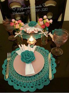 Como Fazer Flor de Crochê: 46 Modelos com Passo a Passo Crochet Dollies, Crochet Quilt, Crochet Table Runner, Table Runner Pattern, Crochet Decoration, Decoration Table, Crochet Placemat Patterns, Crochet Kitchen, Crochet Baby Clothes