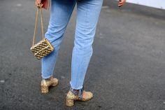 Fashion week : 40 street looks qui prouvent que le jean court a remplacé le slim | Glamour