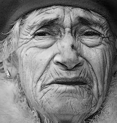 'Old Woman' by Elaine Short. A candid shot of an old woman while visitng Melbourne recently. Person Drawing, Woman Drawing, Drawing People, Pencil Portrait, Female Portrait, Female Face Drawing, Old Faces, Woman Sketch, Face Sketch