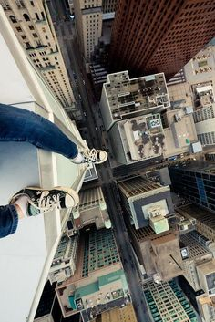 Girl on top of buildings city perspective photography Urban Photography, Amazing Photography, Photography Tips, Urbane Fotografie, Cool Pictures, Cool Photos, Lightroom, Photoshop, Jolie Photo